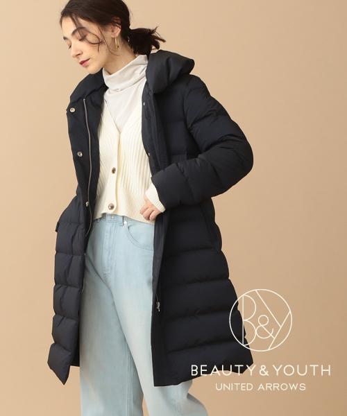 すっきりシルエットが魅力。大人の女性に似合うミドル丈ダウンジャケット