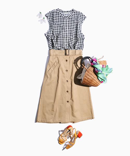 「一押し春コーデ」季節問わず使えるチノスカートにギンガムチェックのブラウスを合わせて春らしく。
