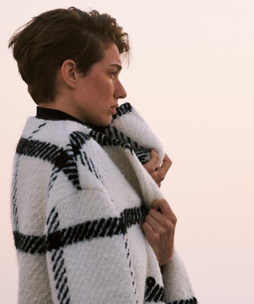冬の訪れを感じ肌寒くなると恋しくなる、ニットやコートが揃いました